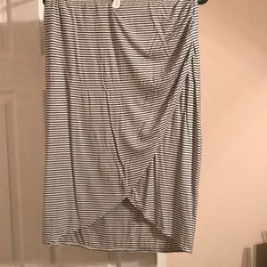 Max studio L horizontal b/w striped shirt